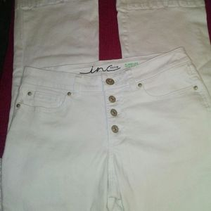 BRAND NEW INC WHITE BUTTON FLY FLARE LEG SIZE 6